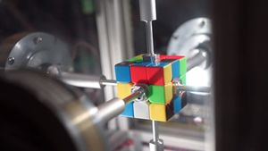 El robot de Ben Katz y Jared di Caprio resuelve el cubo de Rubik en 0,38 segundos.