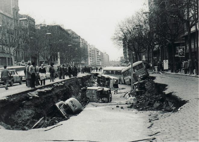 L'avinguda del {Paral·lel}, enfonsada.