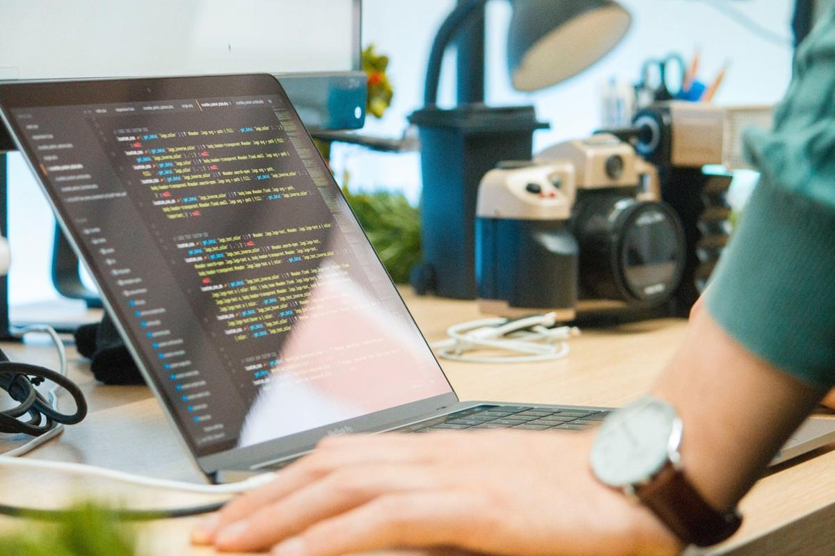 El 80% de estudiantes de desarrollo web y UX/UI tiene empleo en 90 días