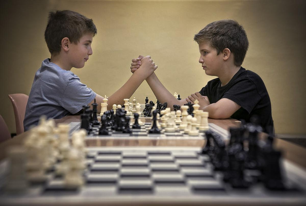 Dos alumnos de la escuela de ajedrez Miguel Illescas.