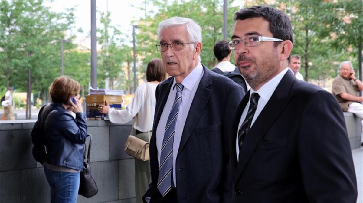 Daniel Osàcar (izquierda) y su abogado, Xavier Melero, el 6 de junio del 2014, a su llegada a los juzgados para declarar por presunto delito fiscal.