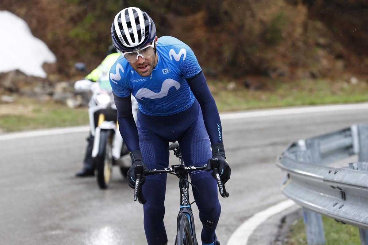 Antonio Pedrero, al frente del Giro, en el Passo Giau.