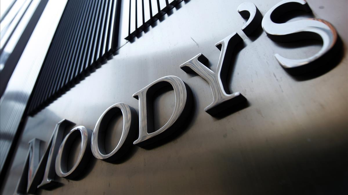 Logo de Moody's en la sede de la agencia en Nueva York.