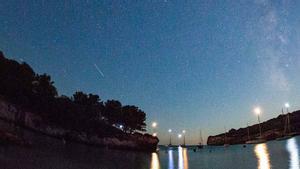 Perseidas en cala Turqueta, en Menorca.