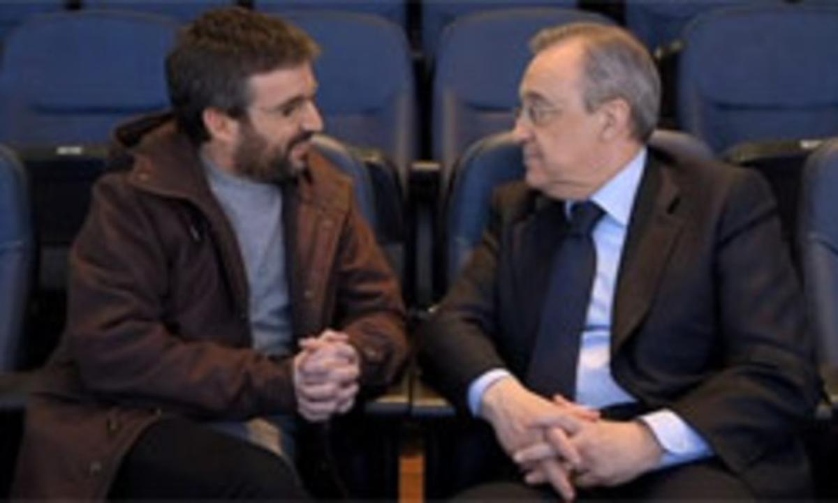 Jordi Évole y Florentino Pérez, en el palco del Bernabéu, en un momento de la entrevista.