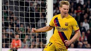 De Jong celebra su gol en Sevilla.
