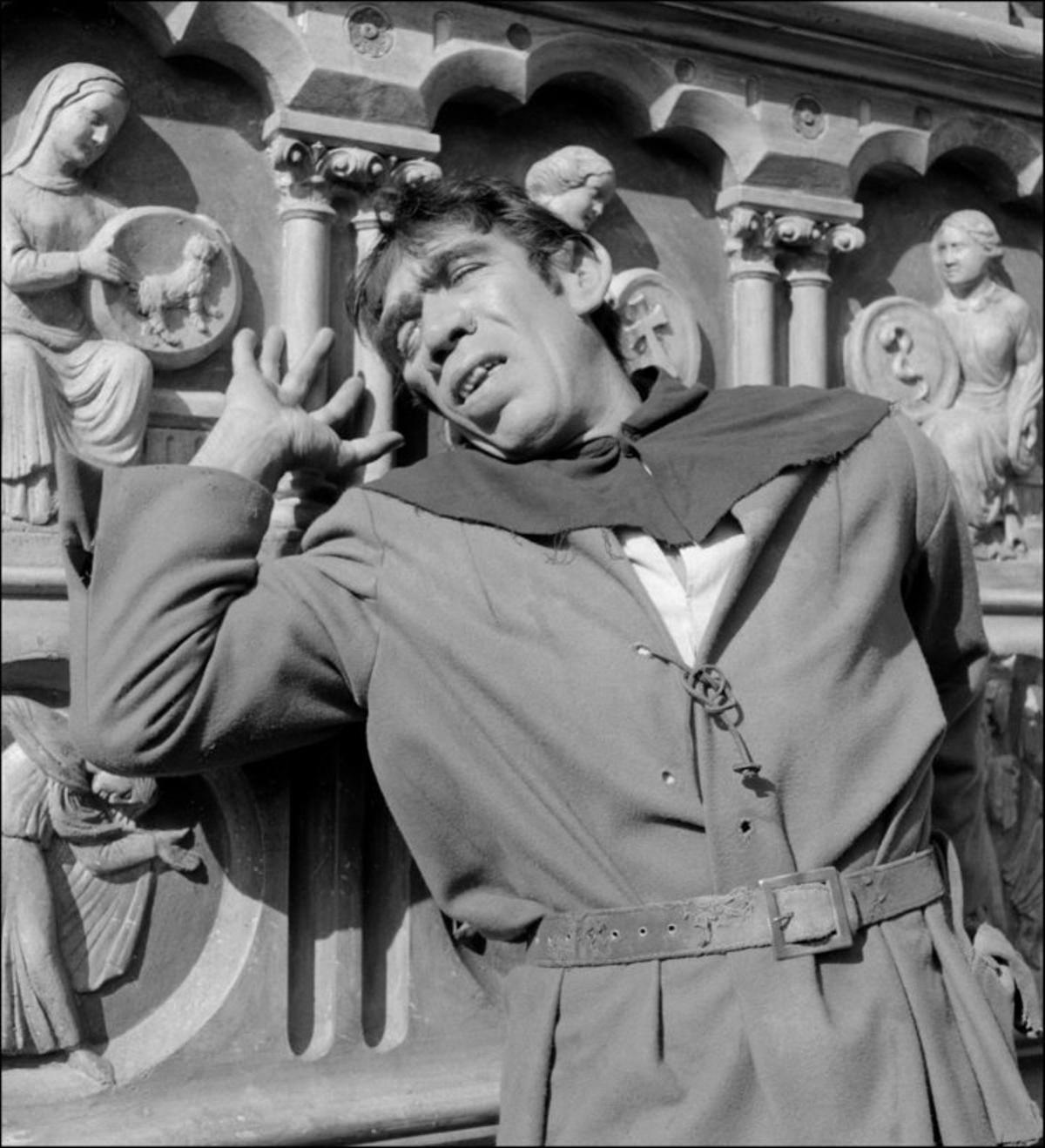 Anthony Quinn, en el papel de Quasimodo.