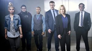 Patricia Arquette (de negro), con el resto de protagonistas de 'CSI Cyber', en una imagen promocional de la serie.