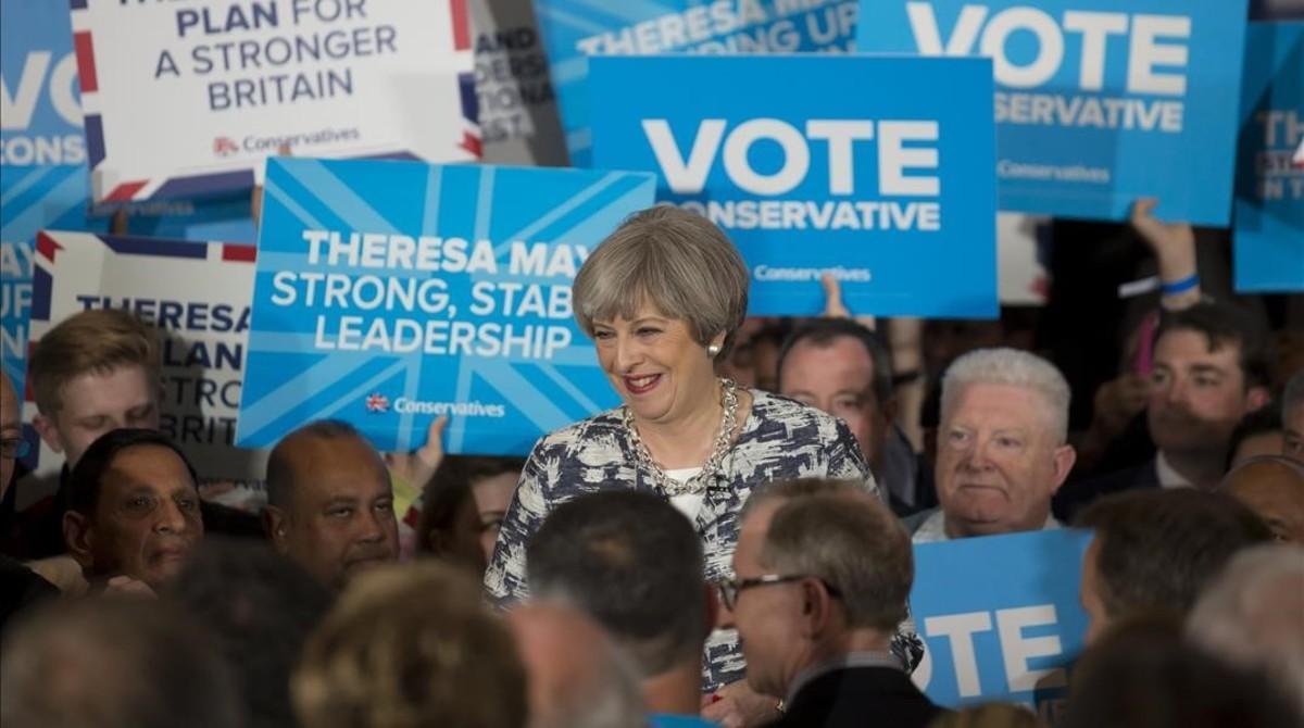 La primera ministra britanica, Theresa May, en uno de sus últimos actos de campaña.