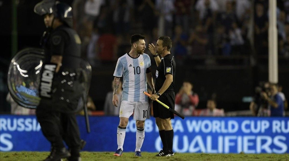 """Messi se encaró con el asistente: """"¡La concha de tu madre!"""""""