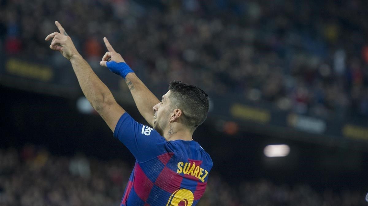 Luis Suárez celebra un gol contra elMallorca en el Camp Nou.