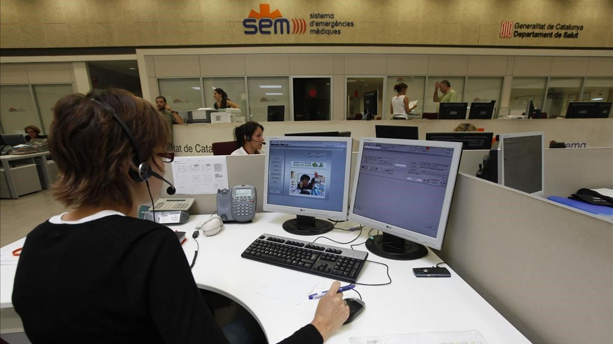 Sala central del Sistema d'Emergències Mèdiques de Catalunya (SEM), en L'Hospitalet de Llobregat (Barcelona).