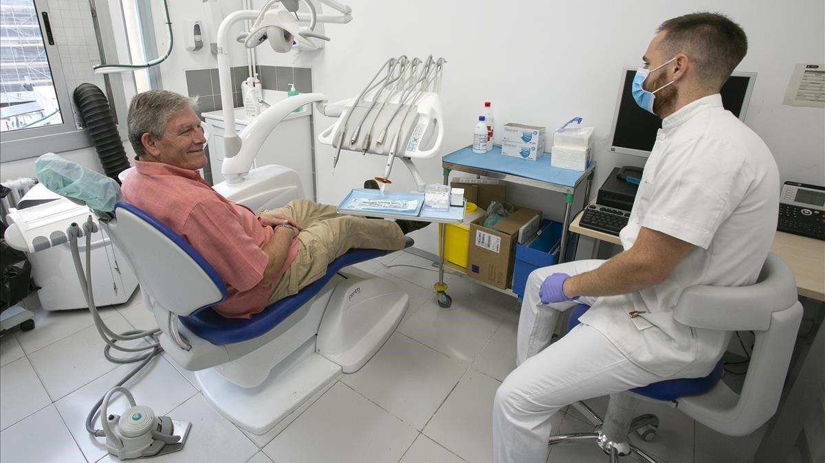 Un usuario es atendido en el servicioya existente para la población más vulnerable, al que debe añadirse el dentista municipal.