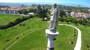 Estatua de Antonio López en Comillas (Santander), obra de Domènech i Montaner.