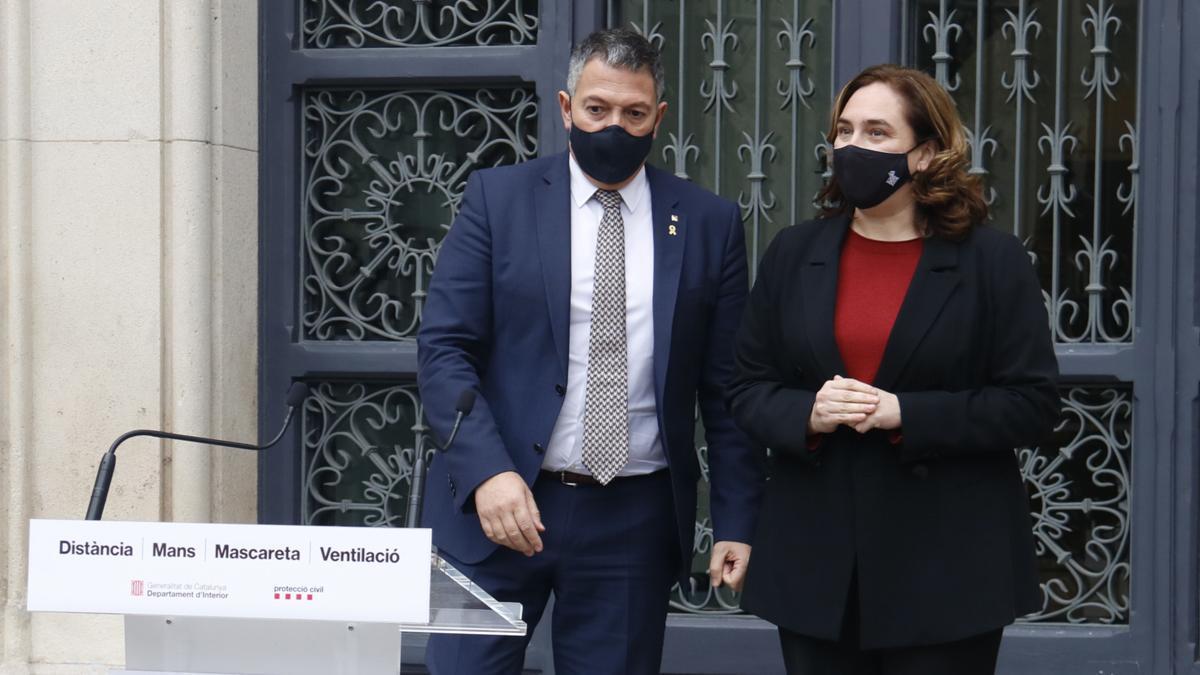 """Sàmper y Colau envían un mensaje de """"unidad institucional de rechazo a la violencia"""""""