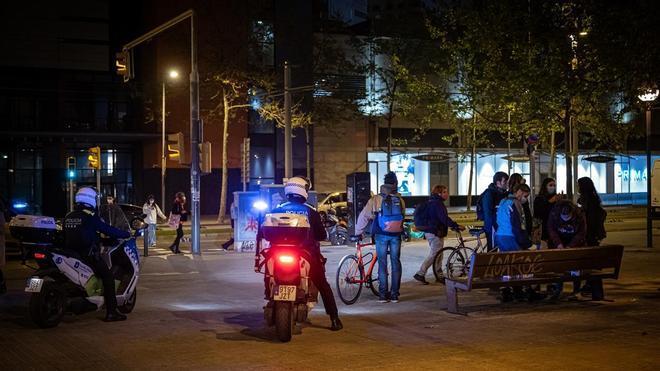 Disueltos dos botellones en Barcelona con 200 personas en cada uno