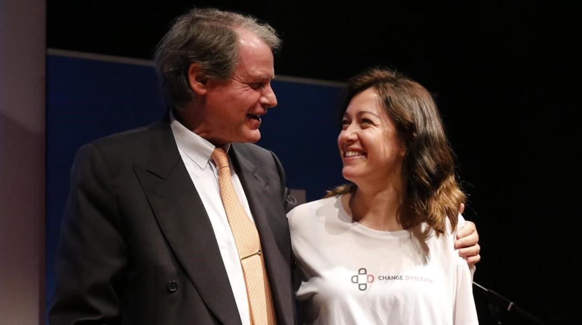 Rello recibe la felicitación del presidente de la Fundación Princesa de Girona, Francisco Belil.