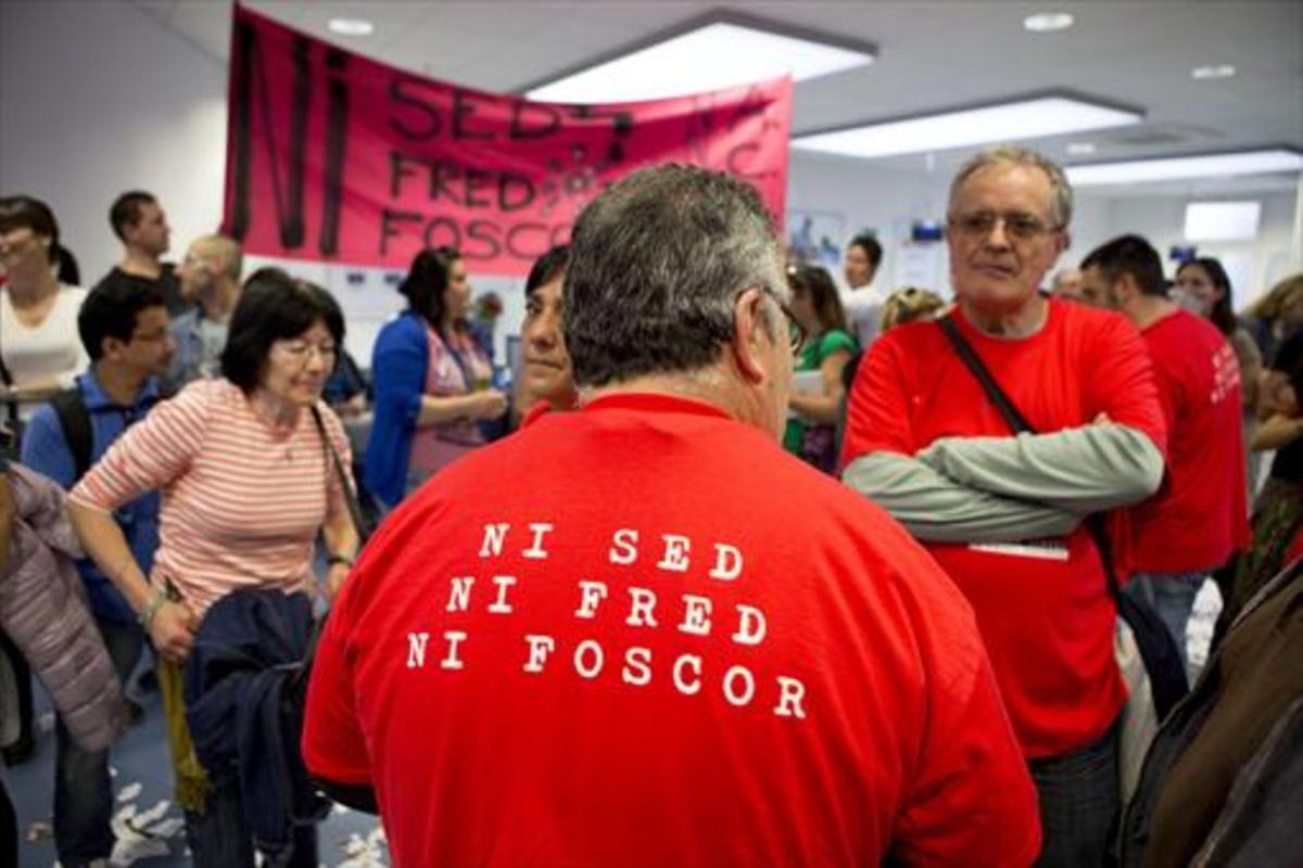 Protesta ciudadana en una de las oficinas de Endesa en Barcelona.