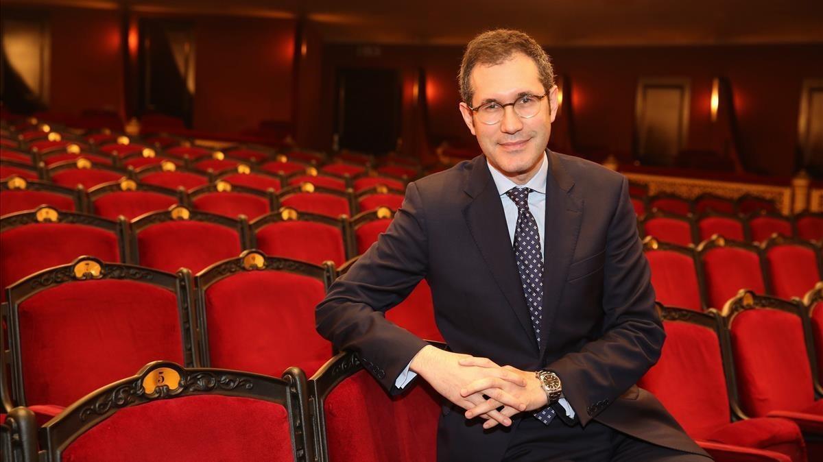 ValentíOviedo, nuevo director general del Liceu, en la platea del Gran Teatre.