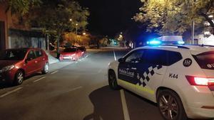 Policía local patrullando en Sant Vicenç de Castellet.