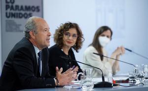 Los ministros Juan Carlos Campo, María Jesús Montero y Ione Belarra, en la rueda de prensa posterior a la reunión del Gabinete de este 20 de abril.