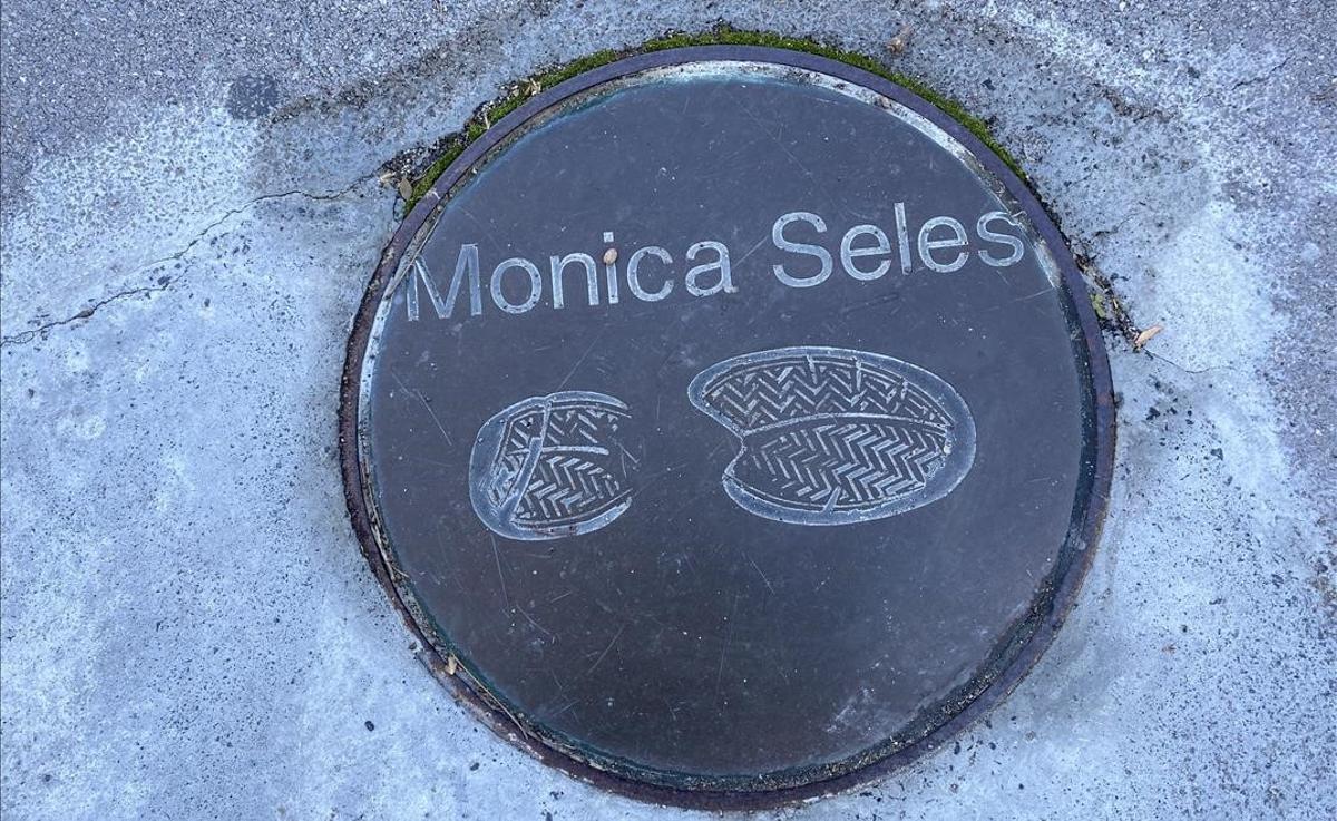 Pie de Monica Seles, izquierdo, por supuesto, como gran jugadora zurda que era.