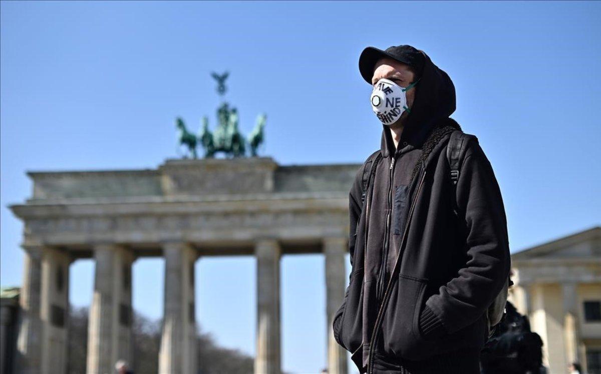 Protesta contra las fronteras externas de la UE en la Puerta de Brandeburgo en Berlín.