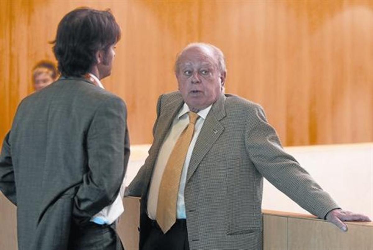Jordi Pujol, con su hijo Oriol de espaldas, en un congreso de CDC.