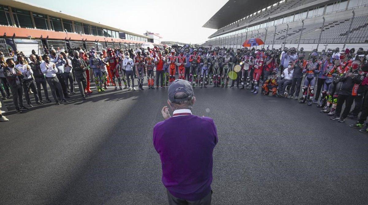 Carmelo Ezpeleta, CEO de Dorna Sports, recibió ayer, en la parrilla de MotoGP, el aplauso de todo el 'paddock'.
