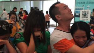Momento del encuentro entre la joven y su familia.