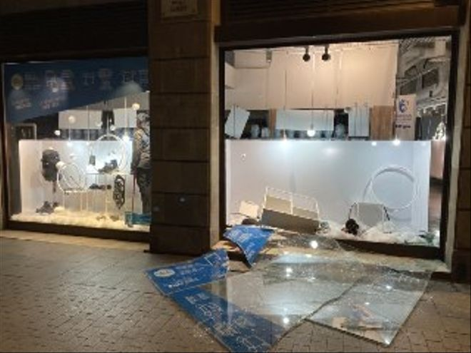 El centro de Barcelona sufre una nueva noche de disturbios y saqueos