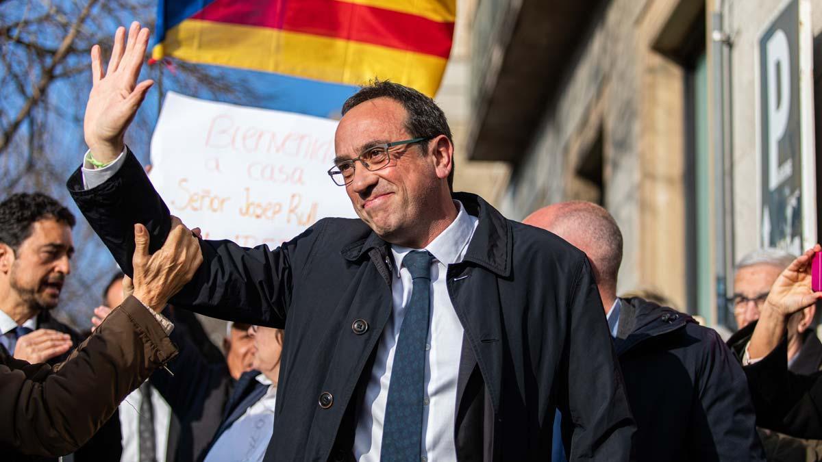 Josep Rull llega a Mútua de Terrassa para trabajar, tras salir de la cárcel de Lledoners.