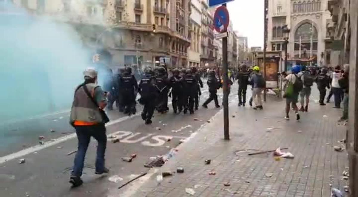 Carga policial en Via Laietana.