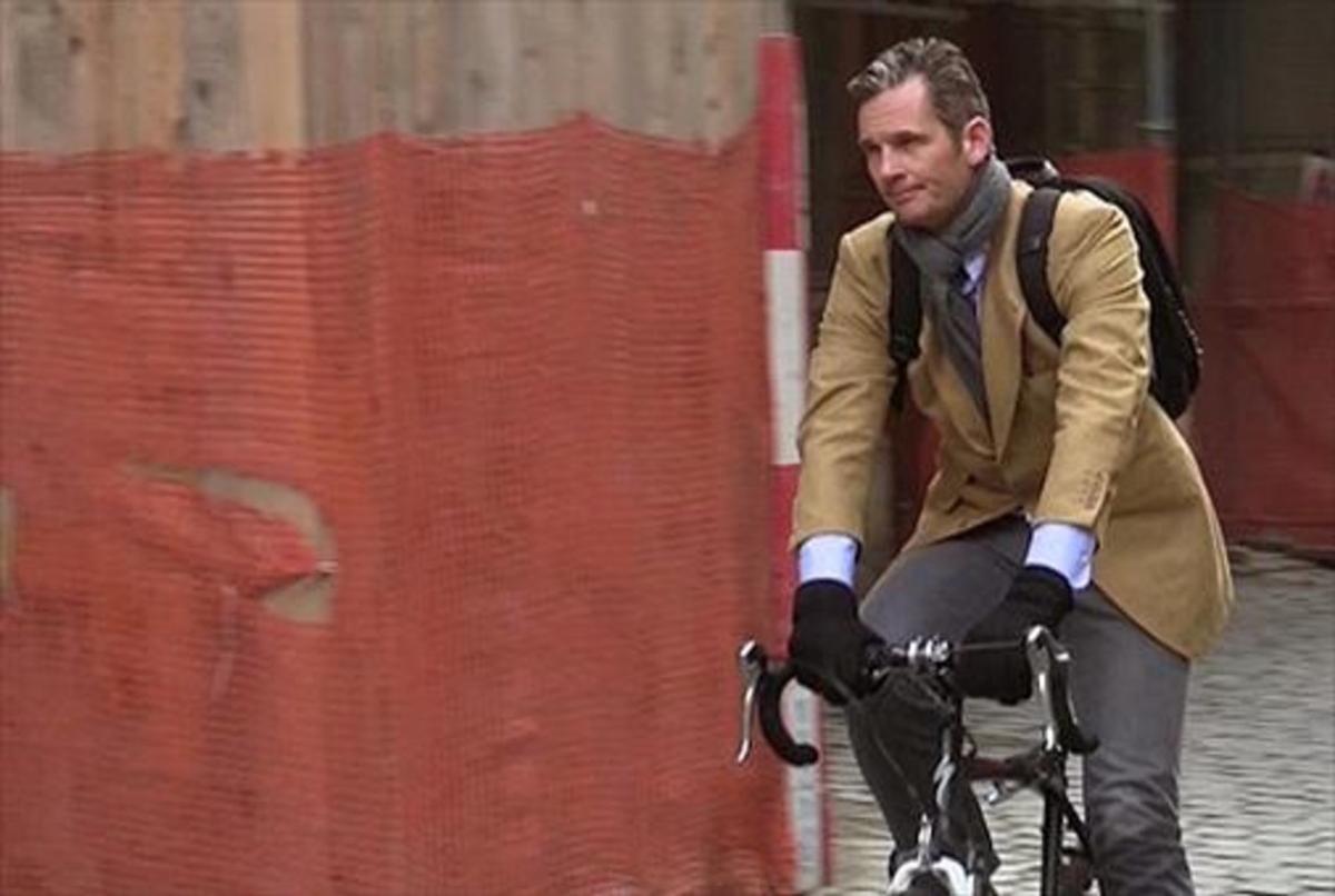 Iñaki Urdangarin, en bicicleta por Ginebra.