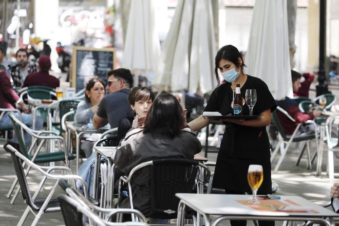 El contagi entre els joves i les variants del virus, els perills que obre el 9-M