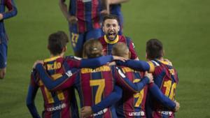 Los jugadores del Barça celebran el gol decisivo de Braithwaite.