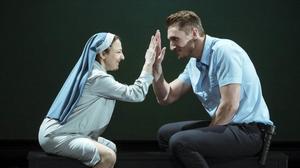 Carmen Machi y Francisco Reyes, en una escena de 'La autora de Las meninas', de Ernesto Caballero.