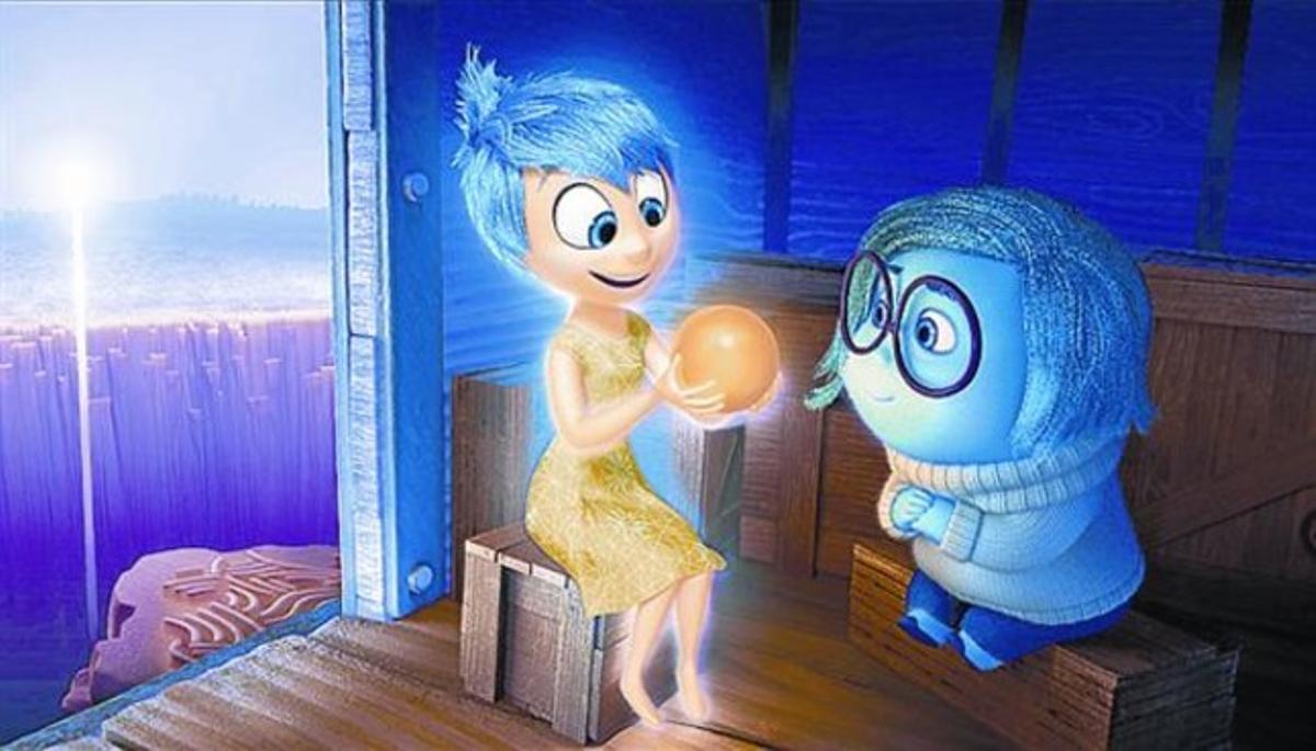 Un fotograma de 'Del revés', con los personajes de Alegría y Tristeza.