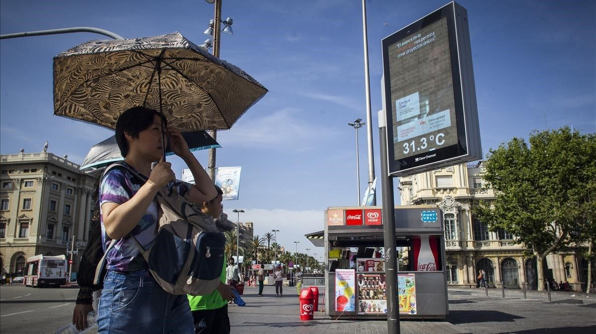 Ola de calor en el 2017 en la zona del Port Vell de Barcelona.