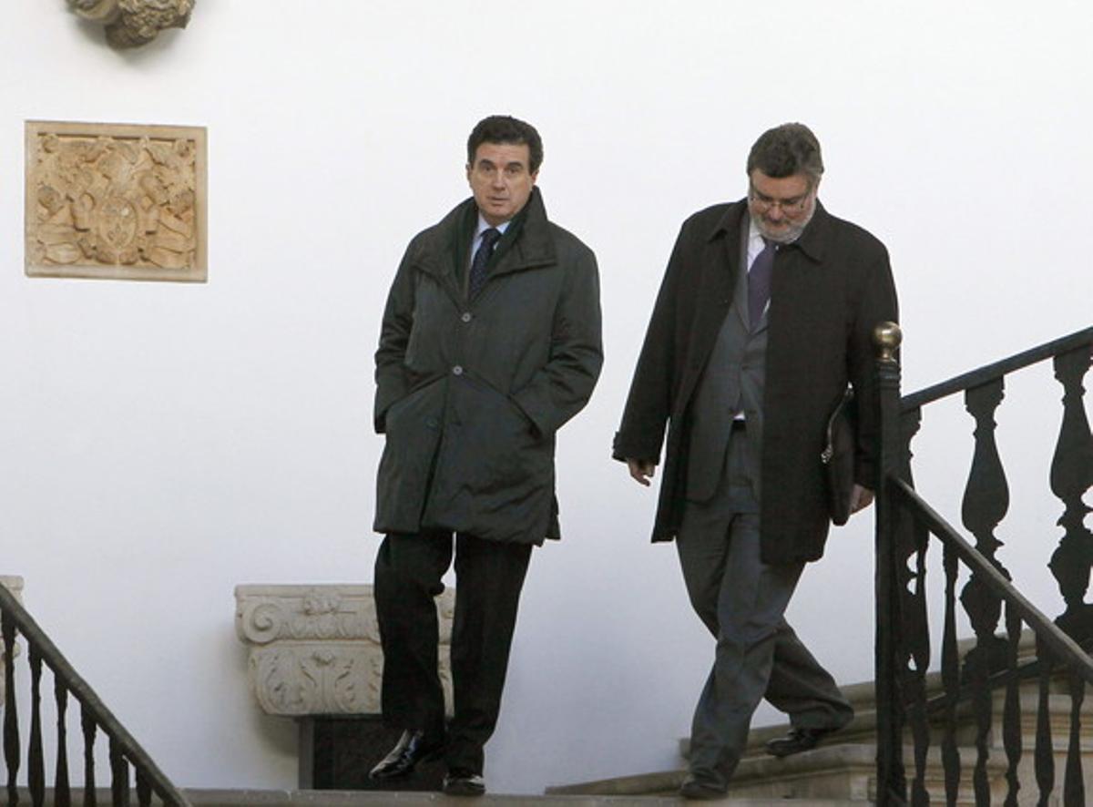El expresidente balear Jaume Matas (izquierda), acompañado de su abogado, Miquel Arbona.