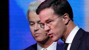 Rutte, ante Wilders, en una imagen de 2017.