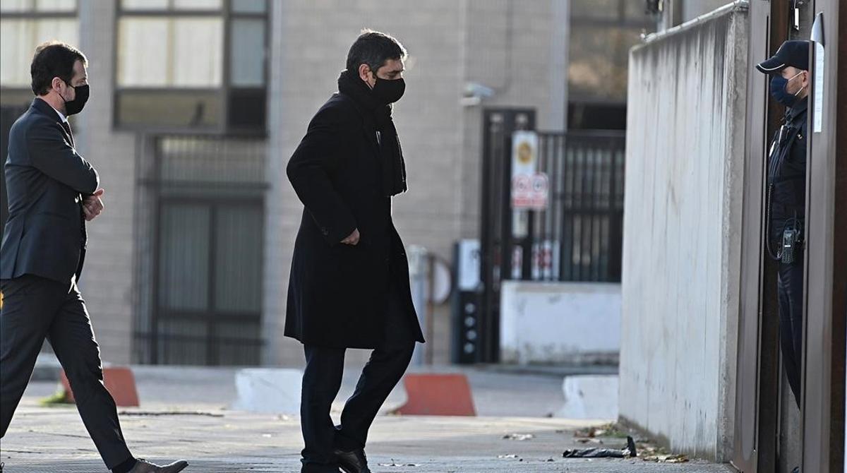 SAN FERNANDO DE HENARES (MADRID)  16 12 2020 - El mayor de los Mossos d Esquadra  Josep Lluis Trapero  se ha personado este miercoles en la sede de la Audiencia Nacional en San Fernando de Henares (Madrid) para asistir al juicio por los atentados cometidos en Cataluna en 2017 y ha comentando sentirse  con mucha tranquilidad   EFE  Fernando Villar