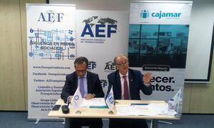 José Antonio Guerrero, director territorial de Cajamar, y Eduardo Abadía, director ejecutivo de la Asociación Española de Franquiciadores (AEF).