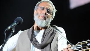 El cantautor y multinstrumentista británico Cat Stevens se convirtió al islamismo en 1977 y cambió su nombre por Yusuf Islam.