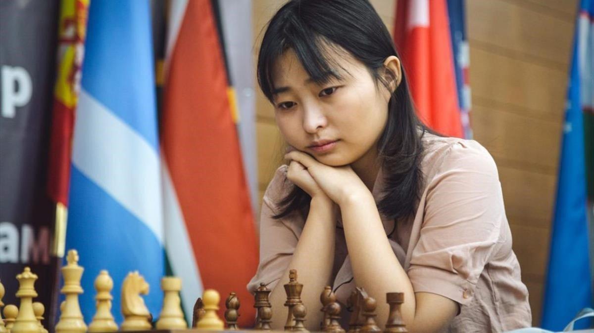 La rusa Ju Wenjun, durante la final del Mundial contra KaterynaLagno.