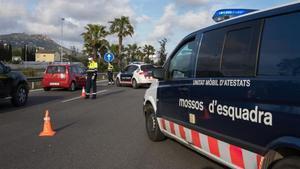 Mossos d esquadra paran a los vehiculos a la altura del peaje de Vilassar