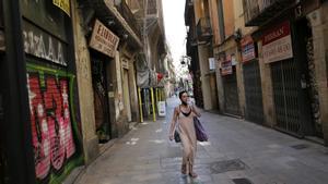 Comercios cerrados a uno y otro lado de la calle de Boters, junto a Portaferrissa.