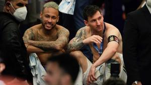 Neymar y Messi, en el túnel de vestuarios al acabar la final.