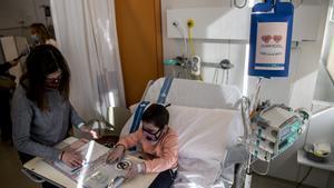 Una paciente oncológica en el Hospital Vall d'Hebron de Barcelona.