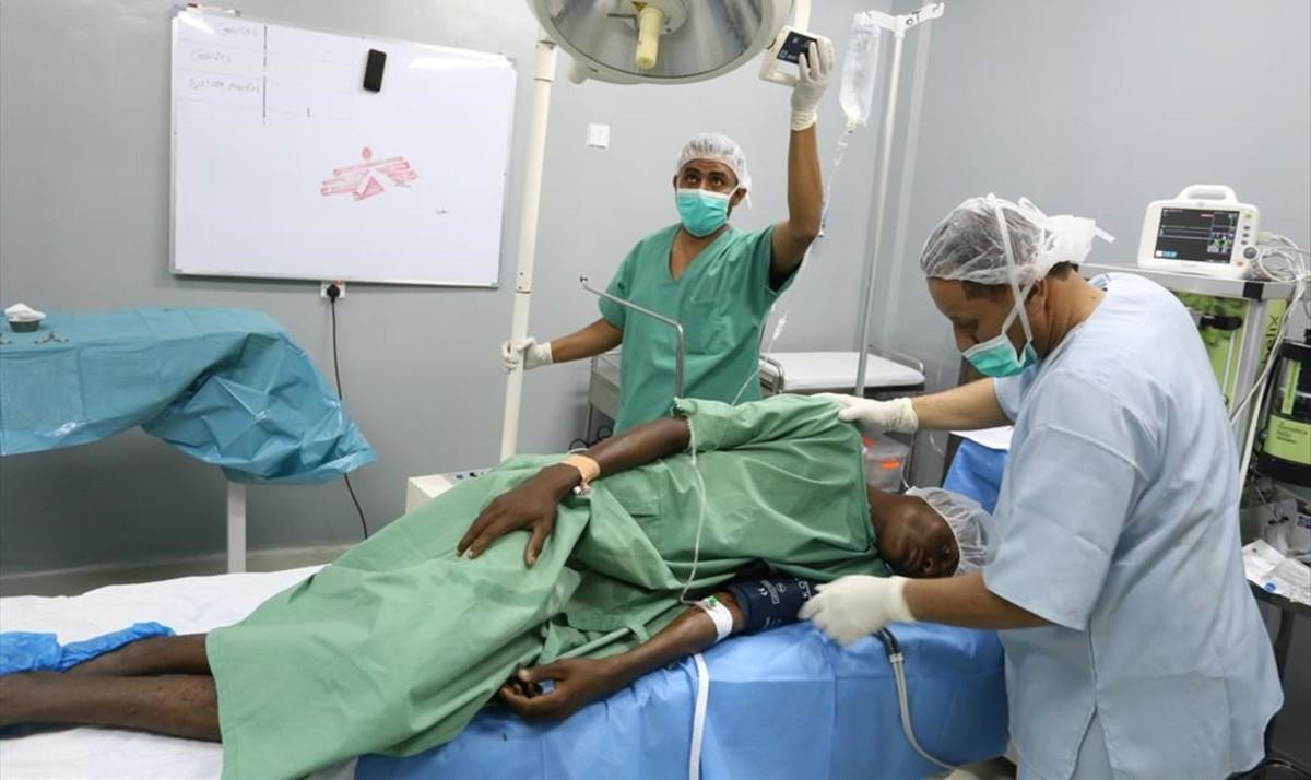 Una epidemia de cólera se ceba en Yemen, debilitada por la guerra.